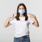 Come prevenire acne e irritazione causata dalla mascherina